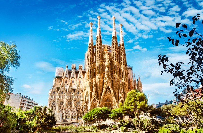 This image has an empty alt attribute; its file name is sagrada-familia-cathedral-tour.jpg